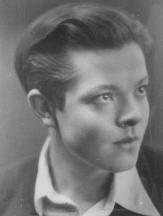 young-orson-welles-portrait-001 (1)